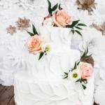 Tort Biały z Kwiatami